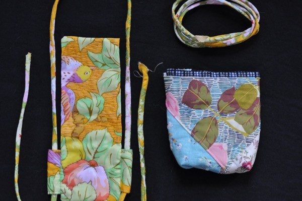 I have been creating and updating a pattern for what I am calling the 'Gather your Sew-plies!!' sewing chateliane (which is free on my blog). In this purse in particular I used the 15 Minutes Play idea, my idea was to use new materials (wool batting, fabrics new to me, and embroidery stitching). It worked, this is not a purse or flow of fabrics that I would have used had I not played with this idea. melanietesta.com/tag/gather-your-sew-plies/
